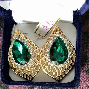 Beautiful Earrings With Green Diamond